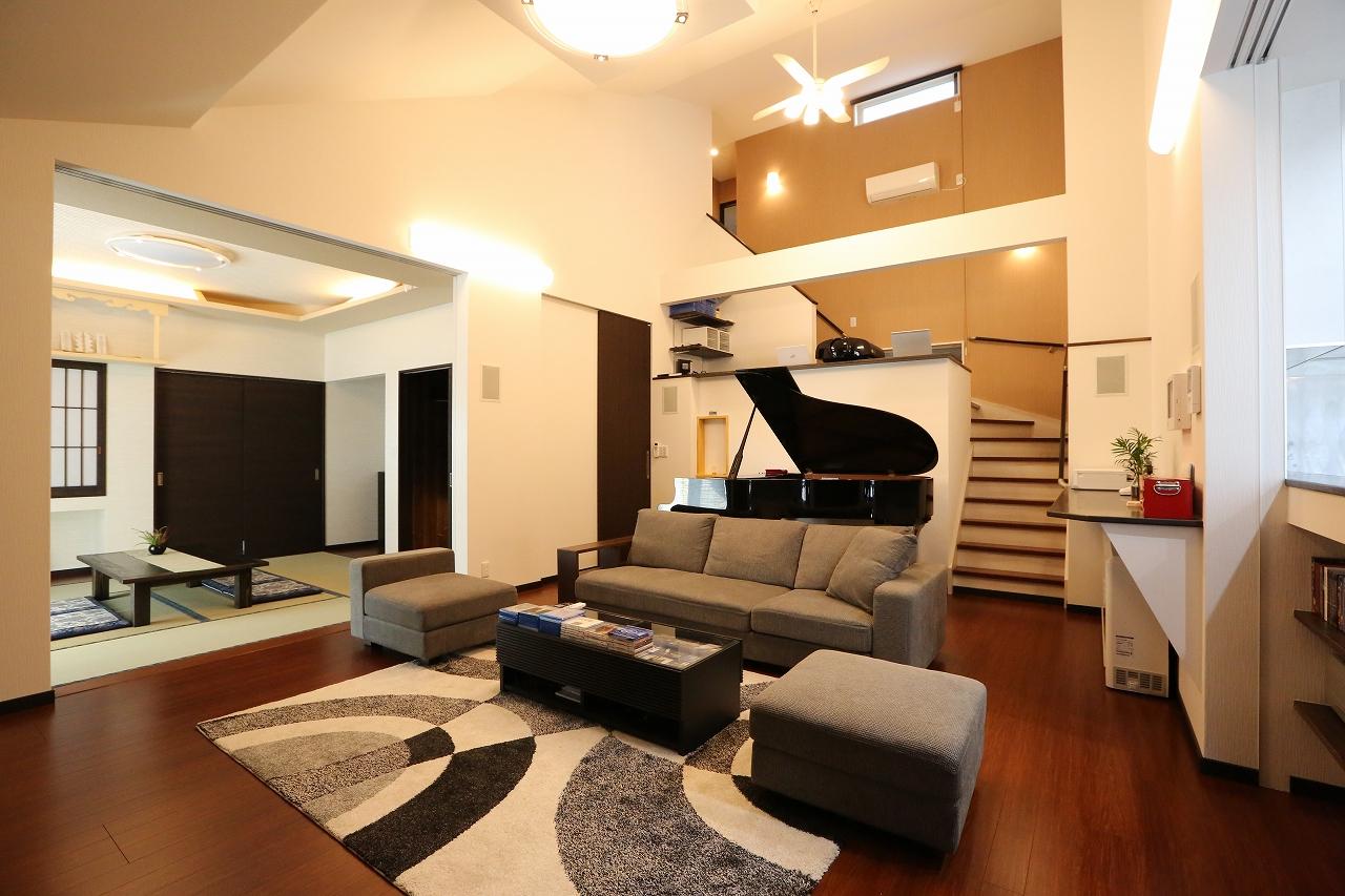 勾配天井・Bar・グランドピアノの家/栃木県栃木市