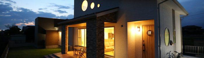 ロフト付平屋・テラス・かわいい3つの丸窓/栃木県宇都宮市の家
