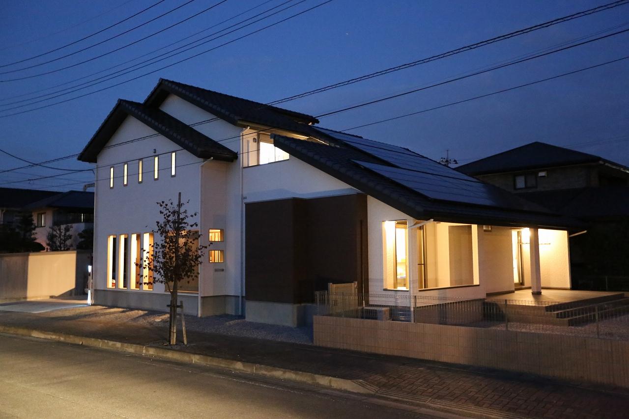 大屋根・太陽光発電・テラス/栃木県栃木市の家