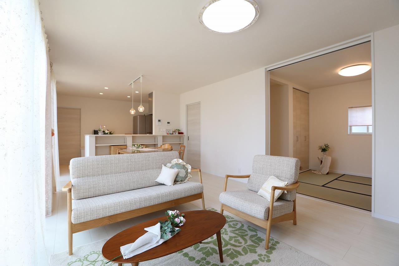 塗壁・家事動線・室内干し室の家/栃木県栃木市